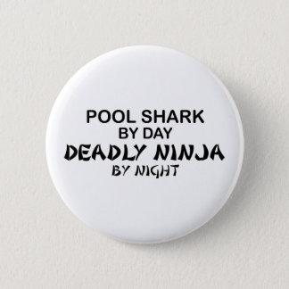 Badge Rond 5 Cm Requin de piscine Ninja mortel par nuit
