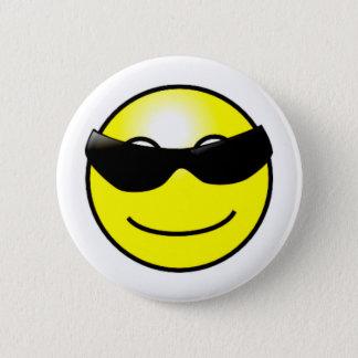 Badge Rond 5 Cm Visage souriant jaune de lunettes de soleil