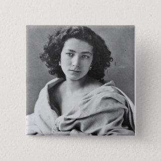 Badge Sarah Bernhardt dans le costume, c.1860