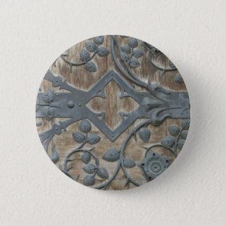 Badge Serrure médiévale de fer sur la porte en bois