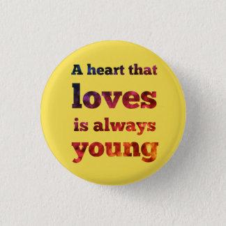 Badge Un coeur qui aime est toujours jeune bouton de