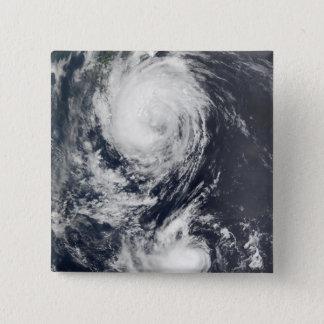 Badges Deux systèmes d'ouragan approchant l'Extrême