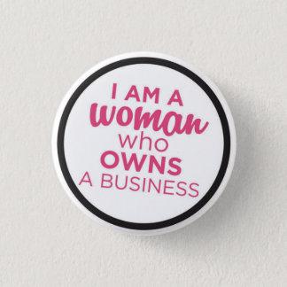 Badges Femme qui possède des affaires