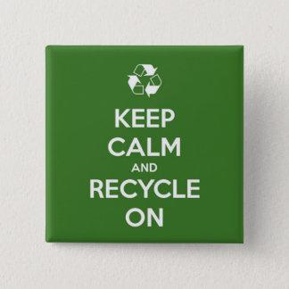 Badges Gardez le calme et le réutilisez sur vert et le