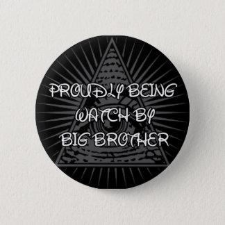 Badges Le frère observe