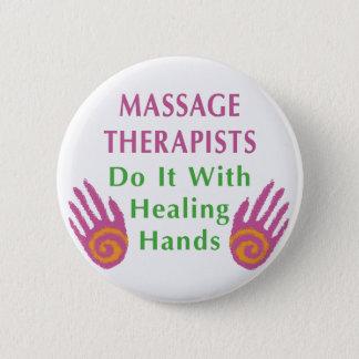 Badges Les thérapeutes de massage le font avec les mains