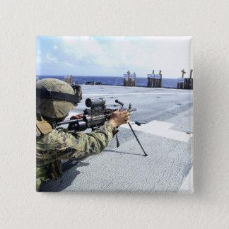 Badges Une marine des USA ajustant son arme