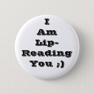 Badges vous lisant sur les lèvres de le bouton
