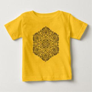 Badine le jaune de T-shirt avec le mandala