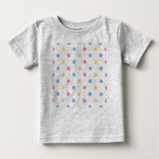Badine le T-shirt avec des points de guimauve