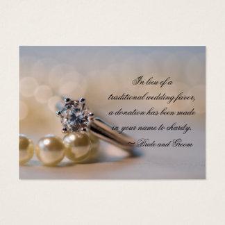 Bague à diamant et perles épousant la carte de