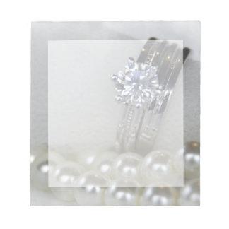 Bagues à diamant et épouser blanc de perles bloc-note