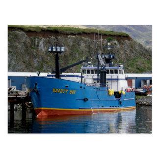 Baie de beauté, bateau de crabe dans le port carte postale