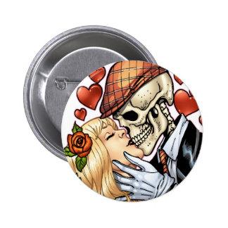 Baiser de crâne avec des coeurs et des roses par badge