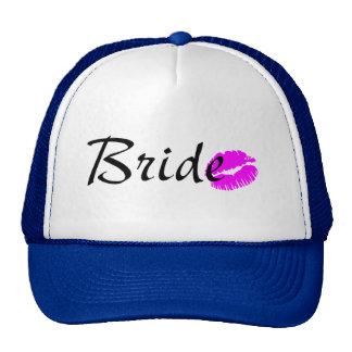 Baiser de jeune mariée casquettes