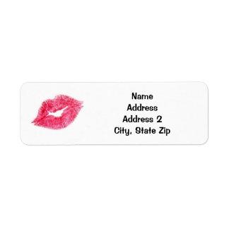 Baiser rose de rouge à lèvres étiquette d'adresse retour