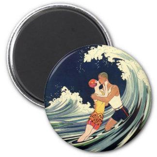 Baiser vintage d'amants d'art déco dans les vagues magnet rond 8 cm