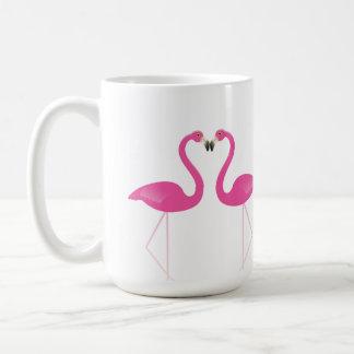 Baisers de la tasse romantique de flamants