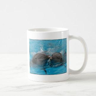 Baisers des dauphins mug