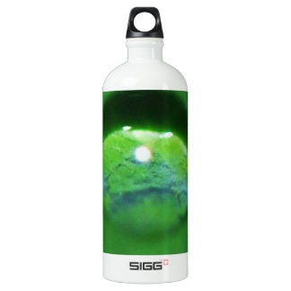 Baisse verte de feuille et d'eau