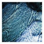 Baisses de pluie sur l'eau tirage photo