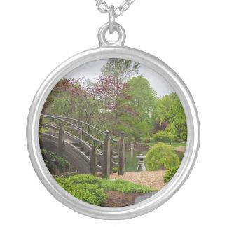 Balade nuageuse de jardin de jour collier