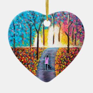 Balade sur la voie avec une peinture colorée de ornement cœur en céramique