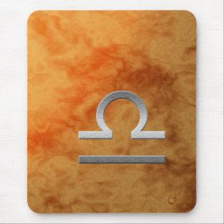 Balance argentée - orange tapis de souris