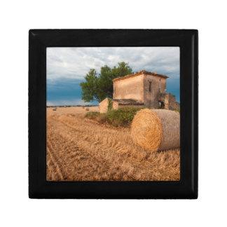Balle de foin dans le domaine de la Provence Petite Boîte À Bijoux Carrée