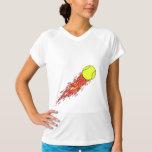 balle de tennis sur des flammes du feu t-shirts