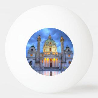 Balle Tennis De Table L'église de Charles de saint à Vienne, Autriche