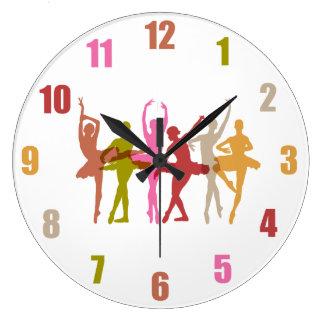 Ballerines colorées de danse grande horloge ronde