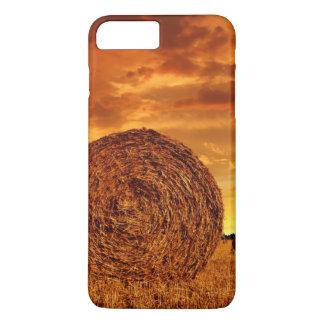Balles de paille sur des terres cultivables avec coque iPhone 7 plus
