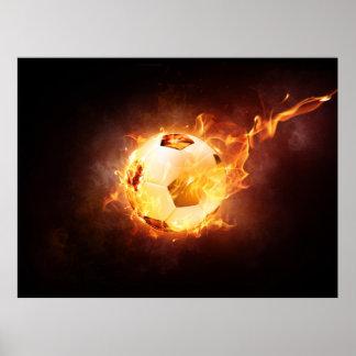 Ballon de football du football sur le feu affiches