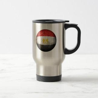 Ballon de football égyptien usé du football de mug de voyage