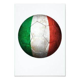 Ballon de football italien usé du football de cartons d'invitation