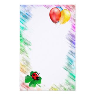 Ballons, coccinelle et trèfle papeterie