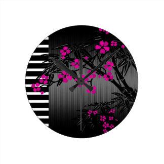 Bambou rose élégant d'Asiatique de noir de fleur Horloge Ronde
