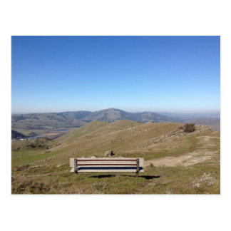 Banc dans la carte postale de Mountain View de