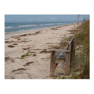 Banc sur la plage carte postale