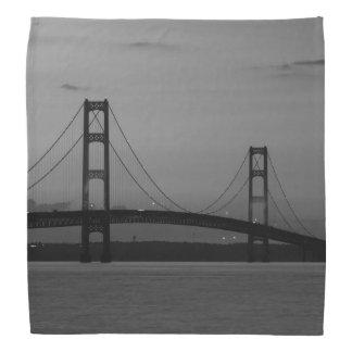 Bandana Pont de Mackinac à la gamme de gris de crépuscule