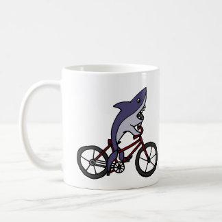Bande dessinée idiote de bicyclette d'équitation mug