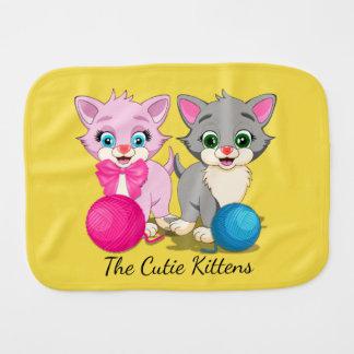 Bande dessinée rose et grise de Cutie de chatons Linge De Bébé