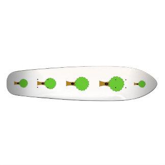 Bande dessinée verte d'arbre avec la créature plateau de planche à roulettes