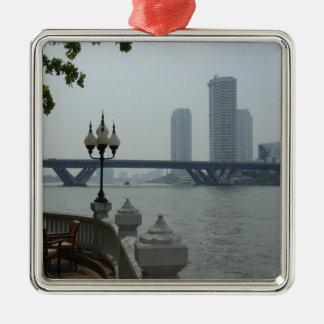 Bangkok Thaïlande le fleuve Chao Phraya donnent Ornement Carré Argenté