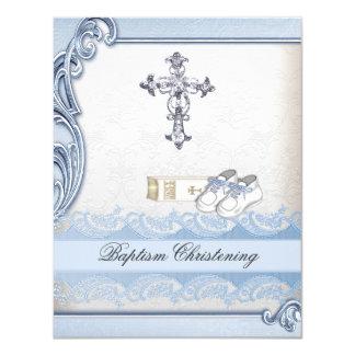 Baptême croisé blanc bleu de damassé de garçon de carton d'invitation 10,79 cm x 13,97 cm