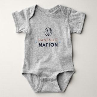 Barboteuse de bébé de nation de Pantsuit, gris de