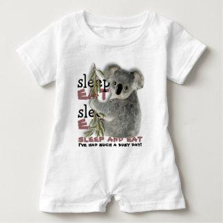 Barboteuse Le koala le plus mignon mangent et dorment