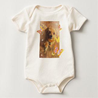 Barboteuse mignonne de bébé de jaune de papillon