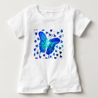 Barboteuse peinte à la main de bébé de papillon